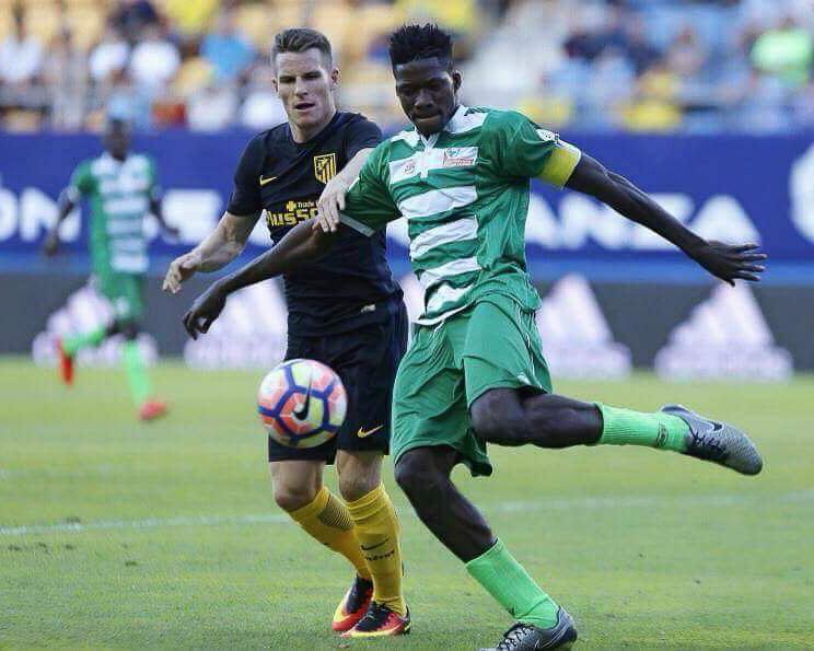 Jamiu Alimi captaining the NPFL All-Stars against Atlético Madrid