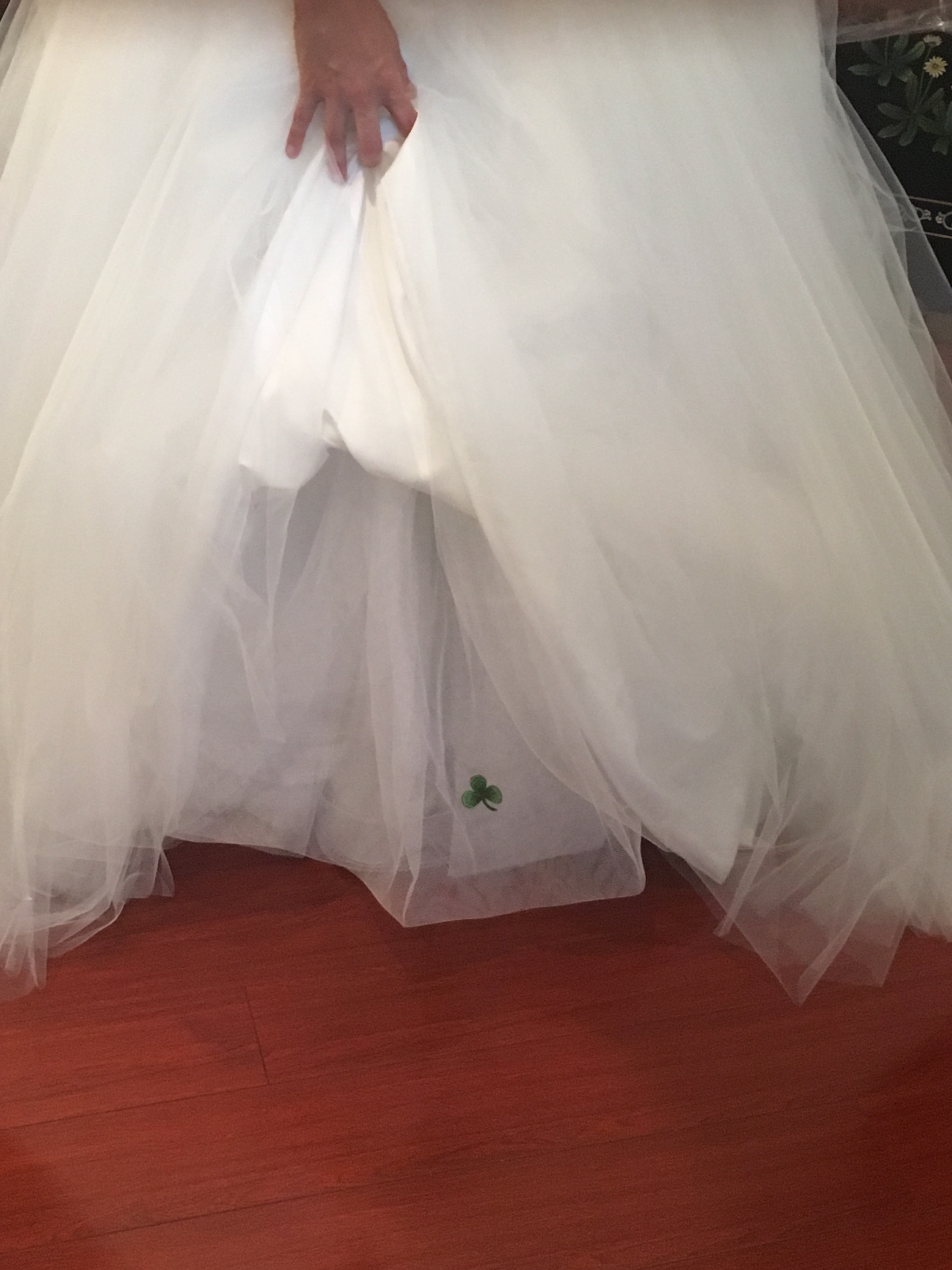 The bride wore a wee splash of green....sewn into her gown as a little nod to her Irish heritage.