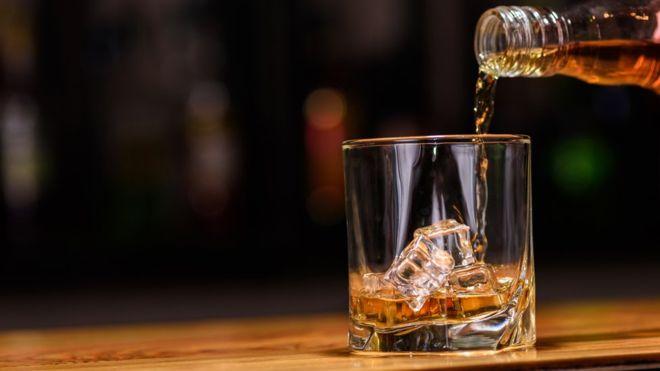_93212546_whisky.jpg