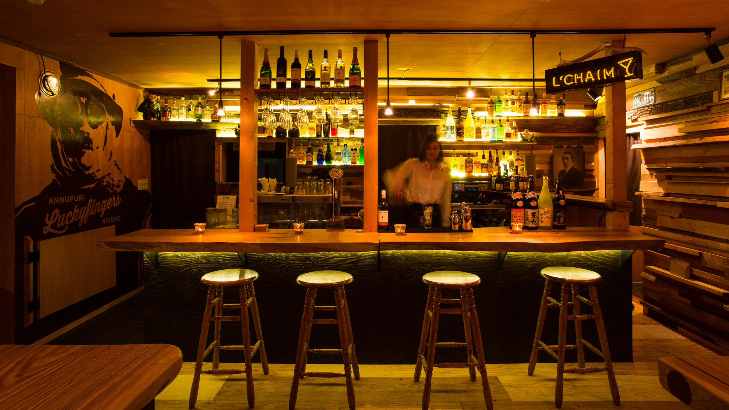Luckyfingers Bar.jpg