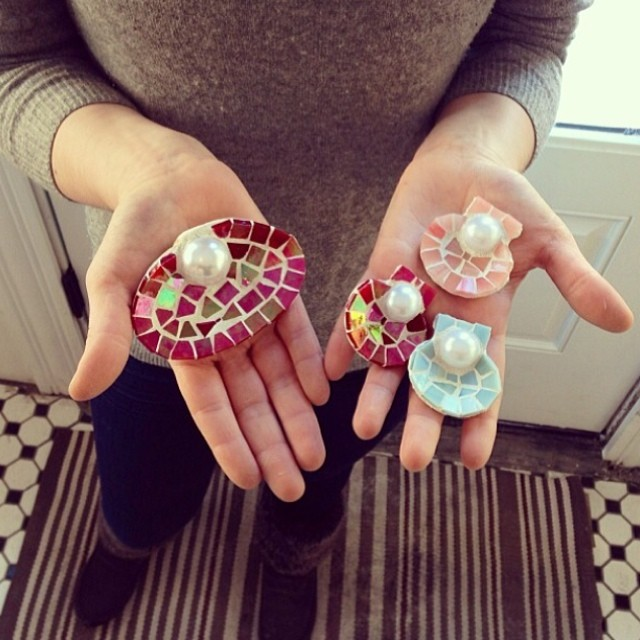 shells in hand at neatly nested decor.jpg
