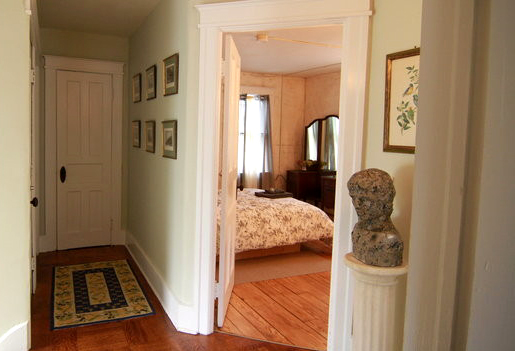 upstairs hallway 2.jpg