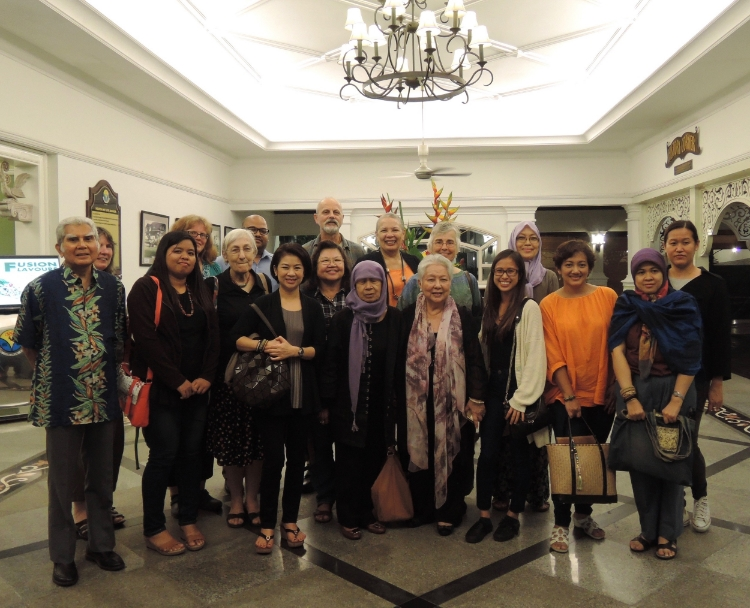 Presenters, Workshop Facilitators, VIP guests, and BIBCo volunteers. The chief organizer of BIBCo and director of Crafthub, Heidi Munan is third from the left in the second row. The following countries were represented by this group,Australia, Britain, India, Indonesia, Malaysia, The Philippines, Singapore, Thailand, and the United States. I hope I didn't miss anyone.