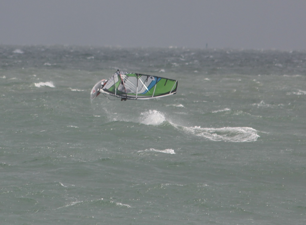 Looping Eddy Patricelli (former editor of windsurfing magazine)