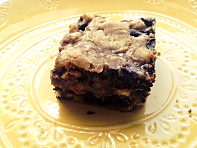 Julia's blondies, The More You Nom, 2015