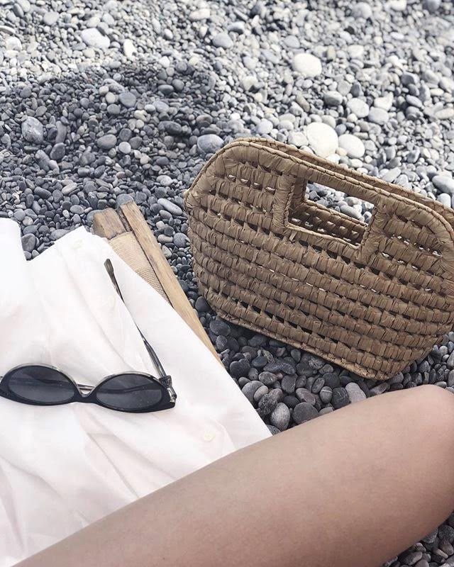 At the beach with vintage bag from Girls of Mars vintage via Instagram