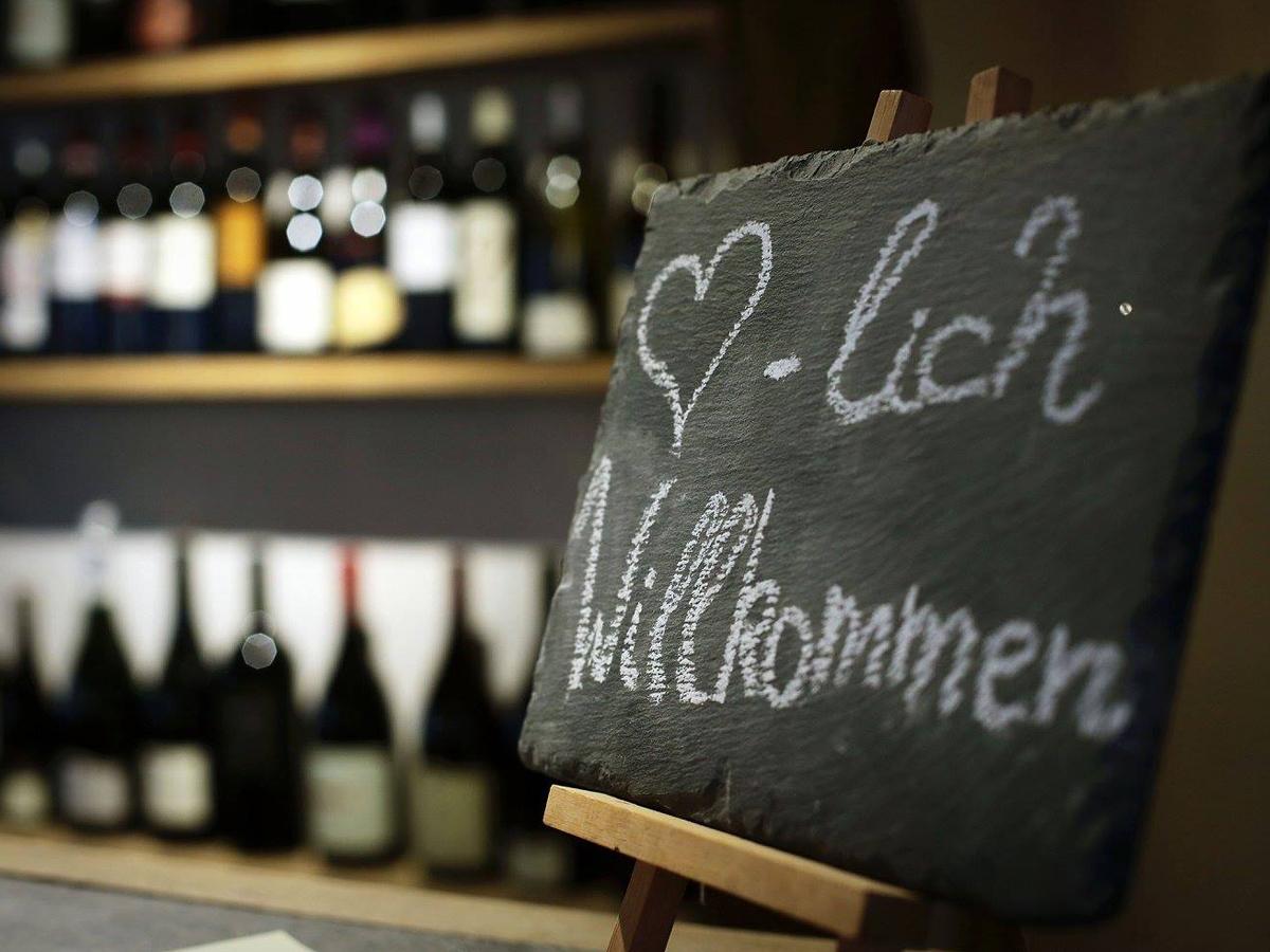 Alte_Kunst_Weinkeller_Solingen_Weinhandel_Herzlich_Willkommen_2.jpg