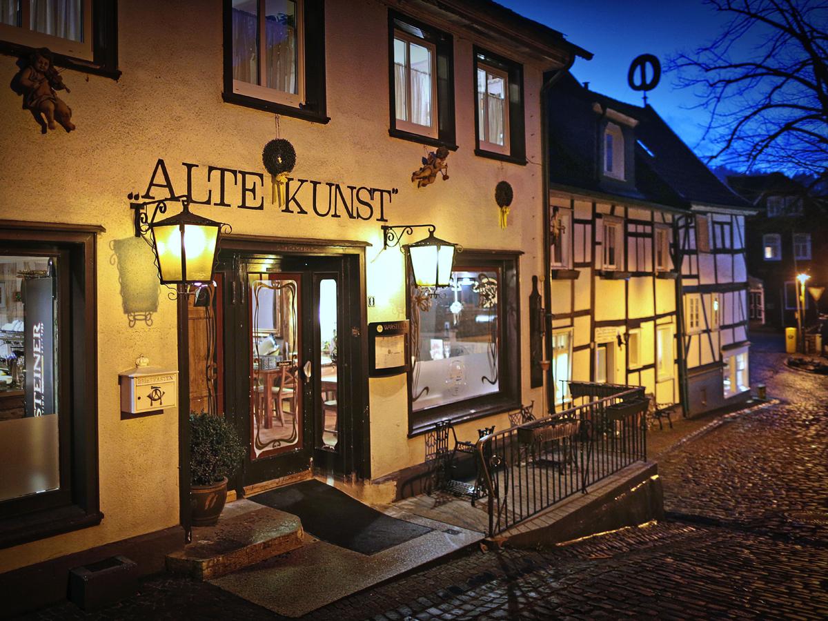 Ein Wahrzeichen Solingens:  Die historische Altstadt von Solingen Burg.