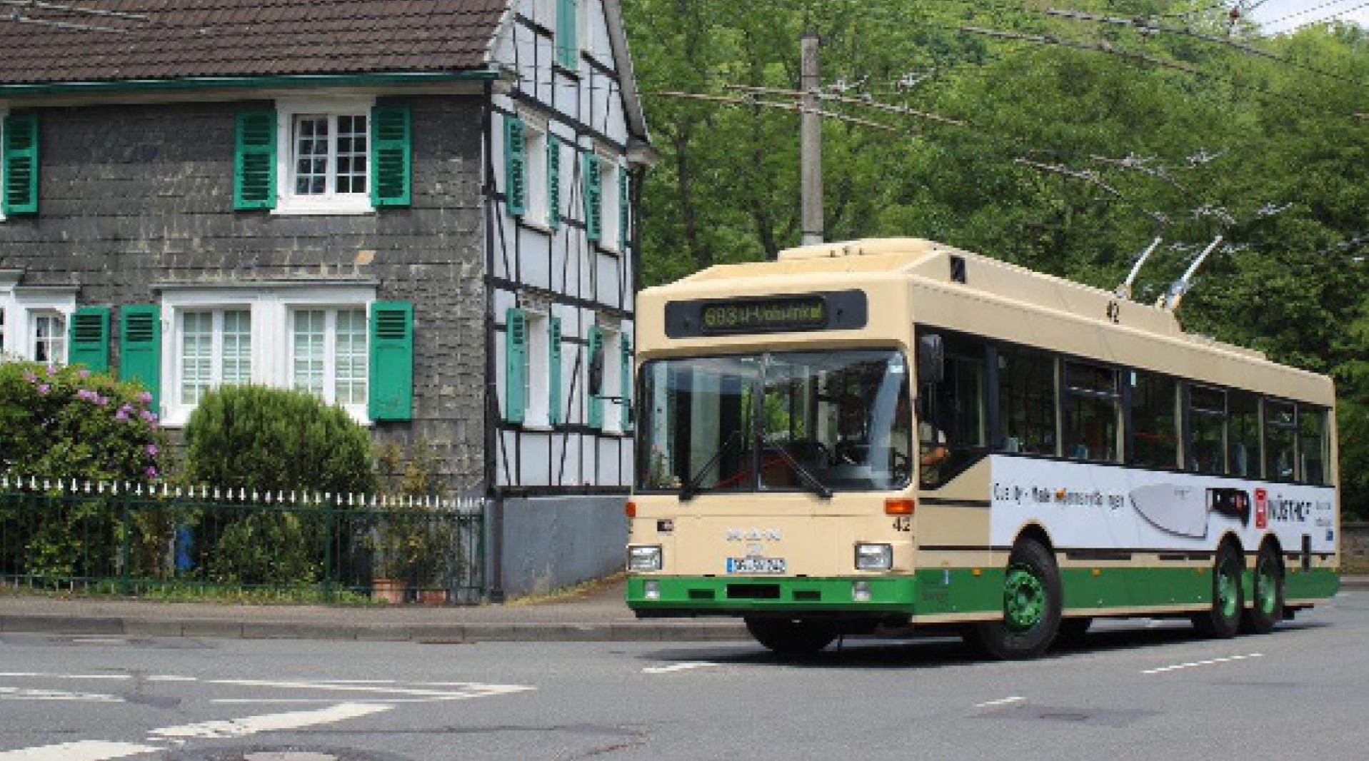 Ein Solinger Original:  Der Oberleitungs-Bus in Solingen Burg.