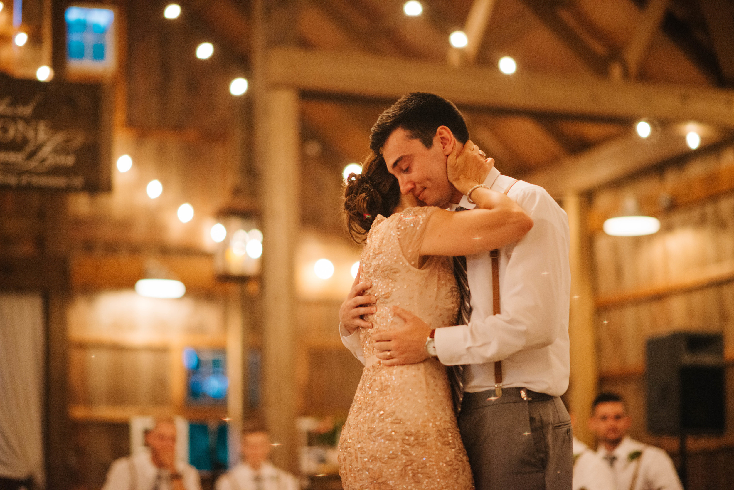 Barn at Kennedy Farms Green and Pink Wedding | Erika Aileen Photography