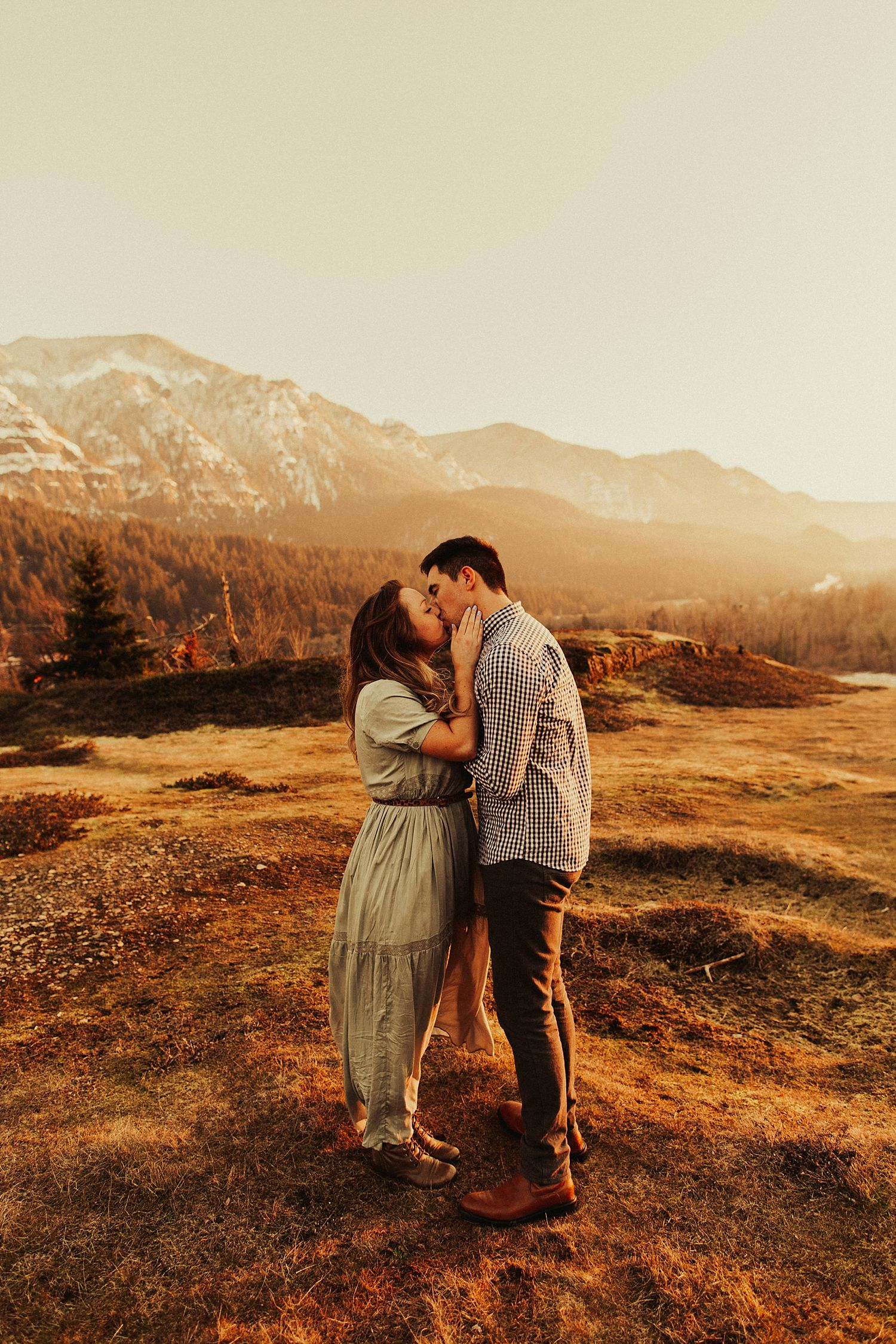 columbia-river-gorge-engagement-session_1636.jpg