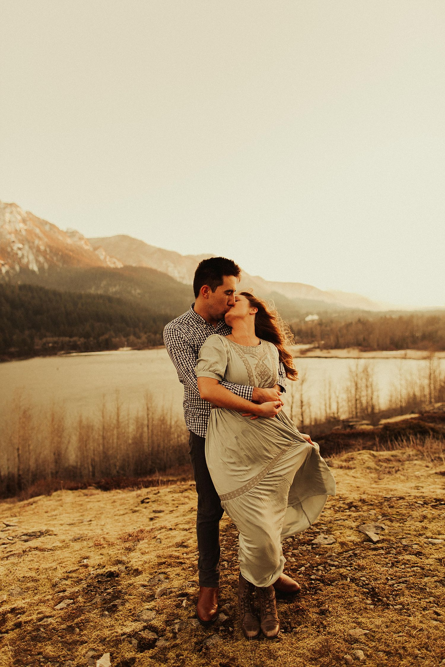 columbia-river-gorge-engagement-session_1644.jpg
