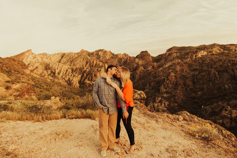 superstition-mountains-arizona-engagement-session_1892.jpg