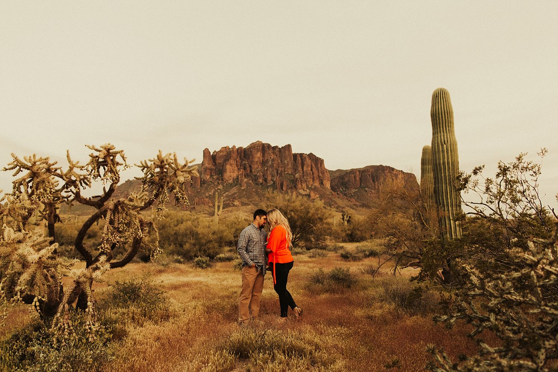 superstition-mountains-arizona-engagement-session_1909.jpg
