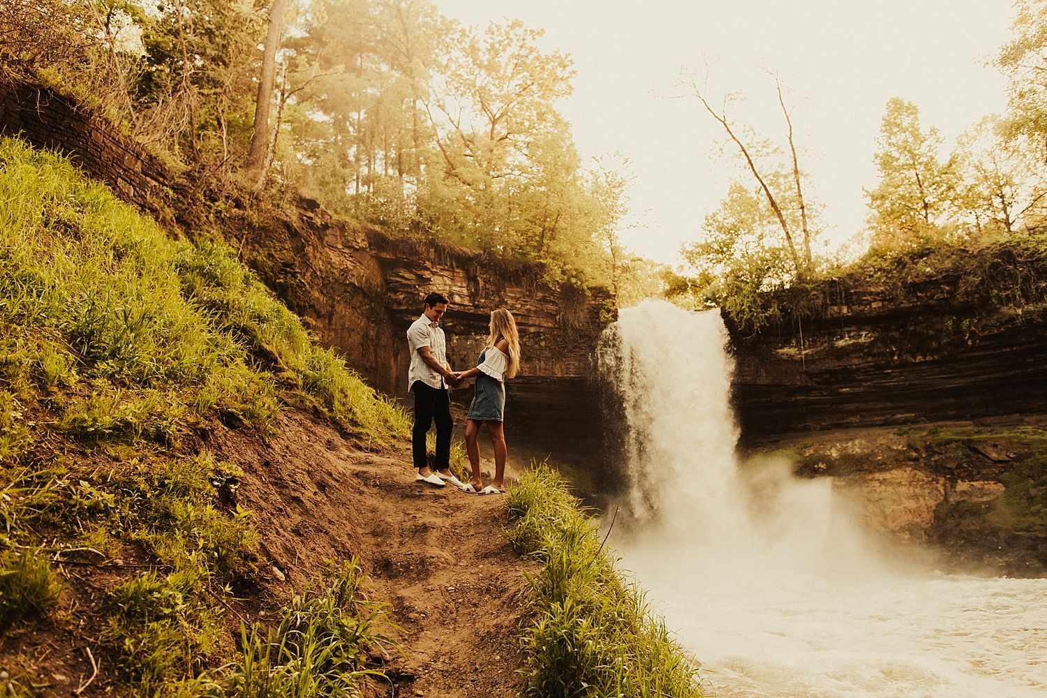 minnehaha-falls-minnesota-couples-shoot_2477.jpg