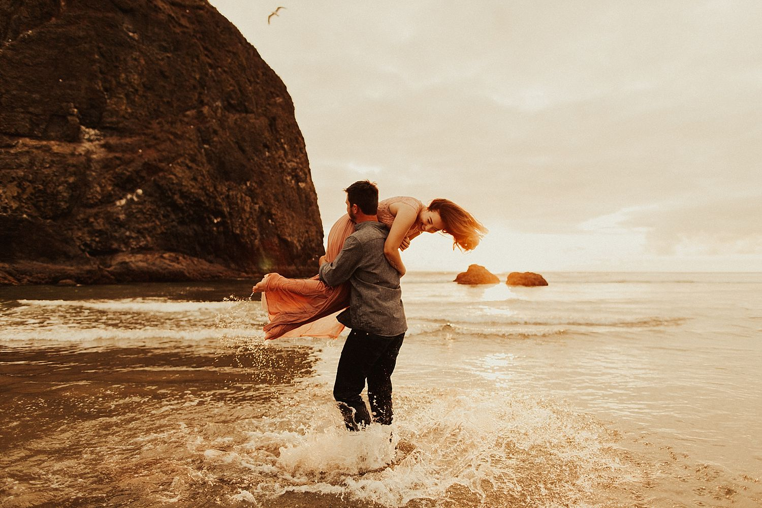cannon-beach-couples-session_3717.jpg