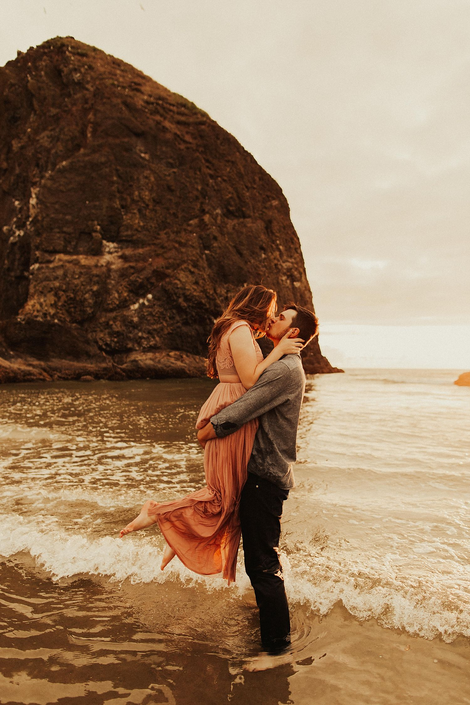 cannon-beach-couples-session_3718.jpg