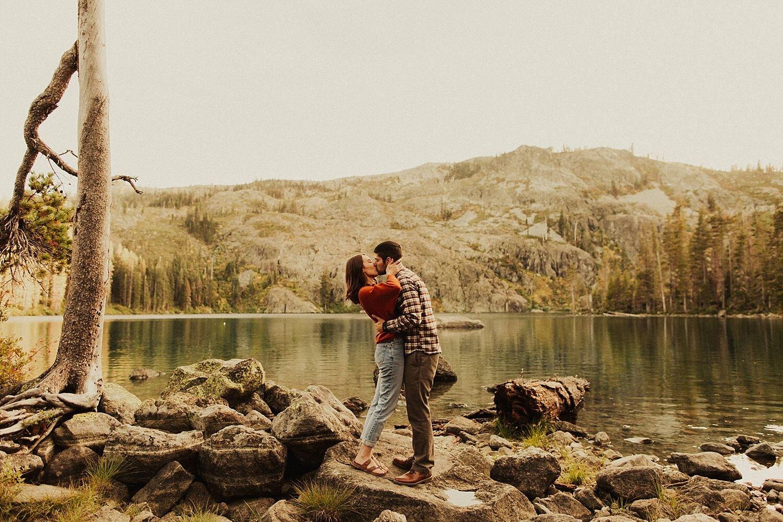 castle-lake-mount-shasta-engagement-photos_4399.jpg