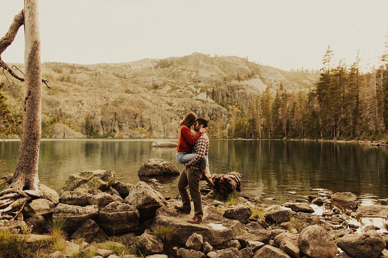 castle-lake-mount-shasta-engagement-photos_4400.jpg