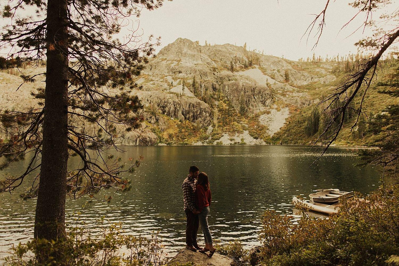 castle-lake-mount-shasta-engagement-photos_4408.jpg