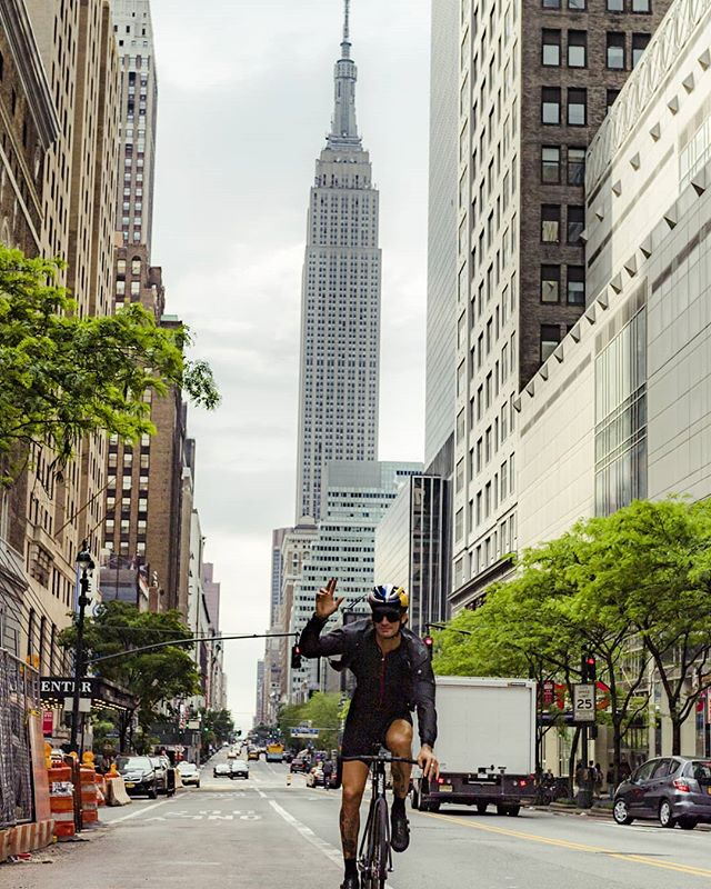 Hello from Manhattan! Making moves in New York City while being reminded that the bike is definitely the most ideal way of transportation. . . . . 📷 @1_in_the_gutter . . #trackbike #fixedgear #cycling #bike #ride #newyork #manhattan #instagood #outsideisfree #nyc