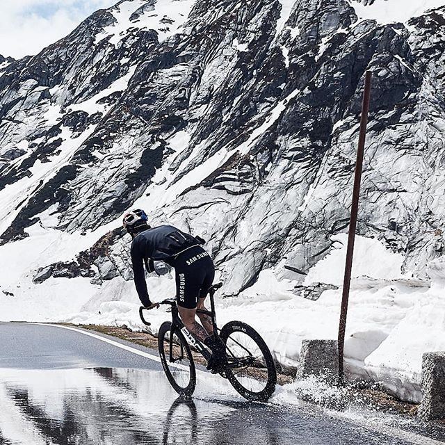 Snow is melting - Sliding into spring! . . . 📸@janosch.abel . . #neverstopexploring #trackbike #fixedgear #cycling #ride #bikes #outsideisfree #nature #photography #instagood #switzerland #mountains #sports