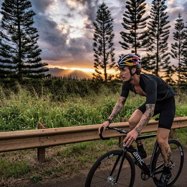 The hawaiian colorway. What a magical place. . . . . 📷 @1_in_the_gutter  #neverstopexploring #trackbike #fixedgear #cycling #ride #bikes #outsideisfree #nature #photography #instagood #hawaii #tattoo