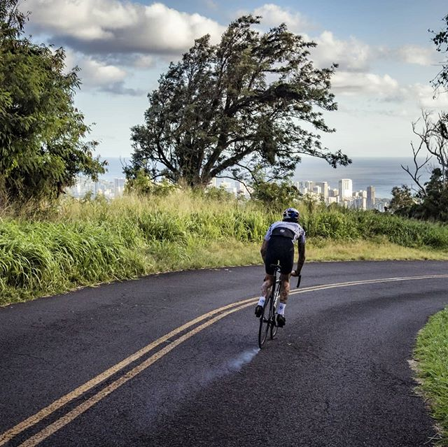 Tropical fumes 💨💨💨💨💨💨💨💨💨 . . . 📷 @1_in_the_gutter #trackbike #fixedgear #cycling #ride #bike #instagood #hawaii #oahu #travel #nature #outsideisfree