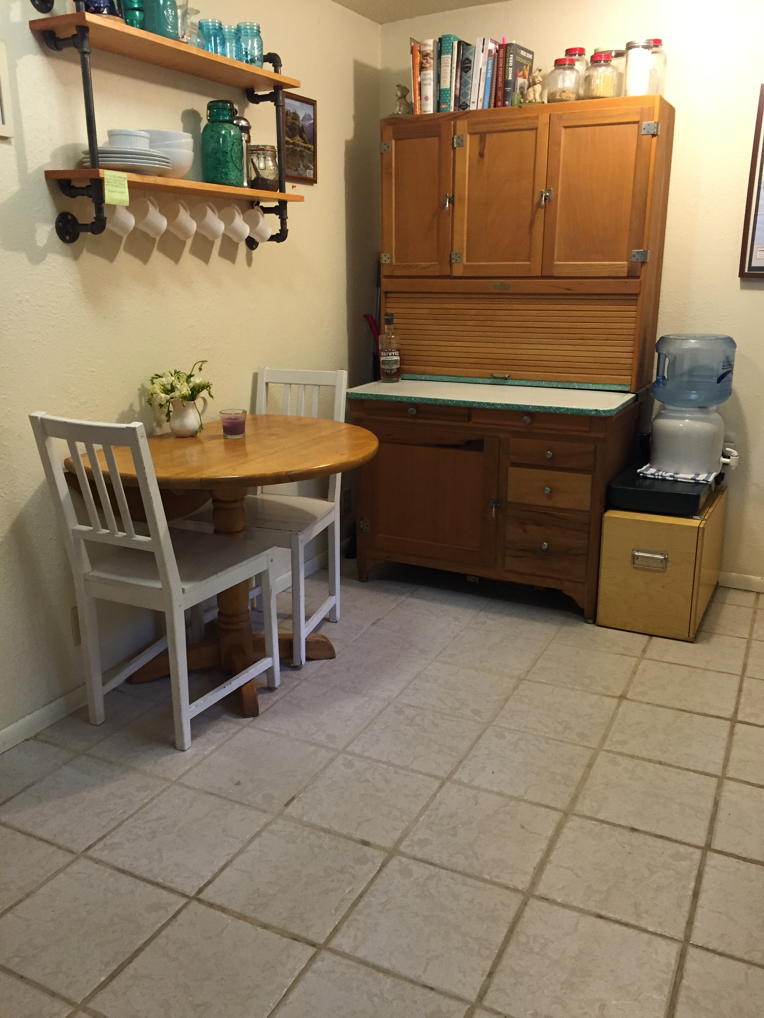 Cottage-Kitchen_heather-by-hand.JPG