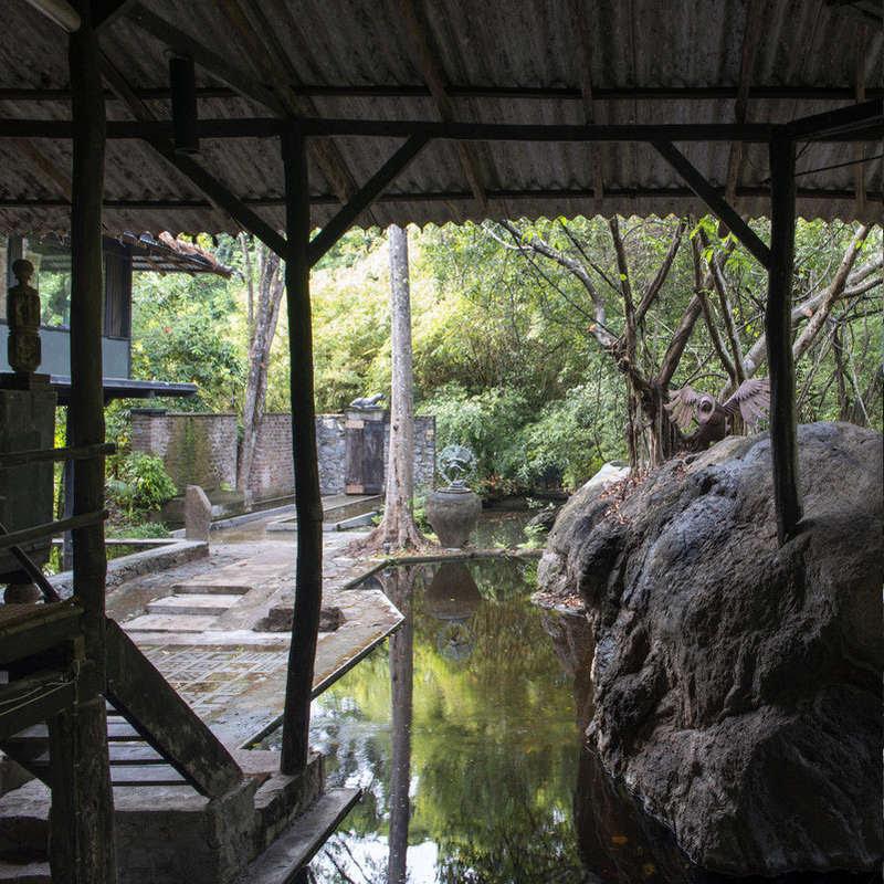 Laki Senanayake Diyabubula 574282993772_146716003300252.jpg