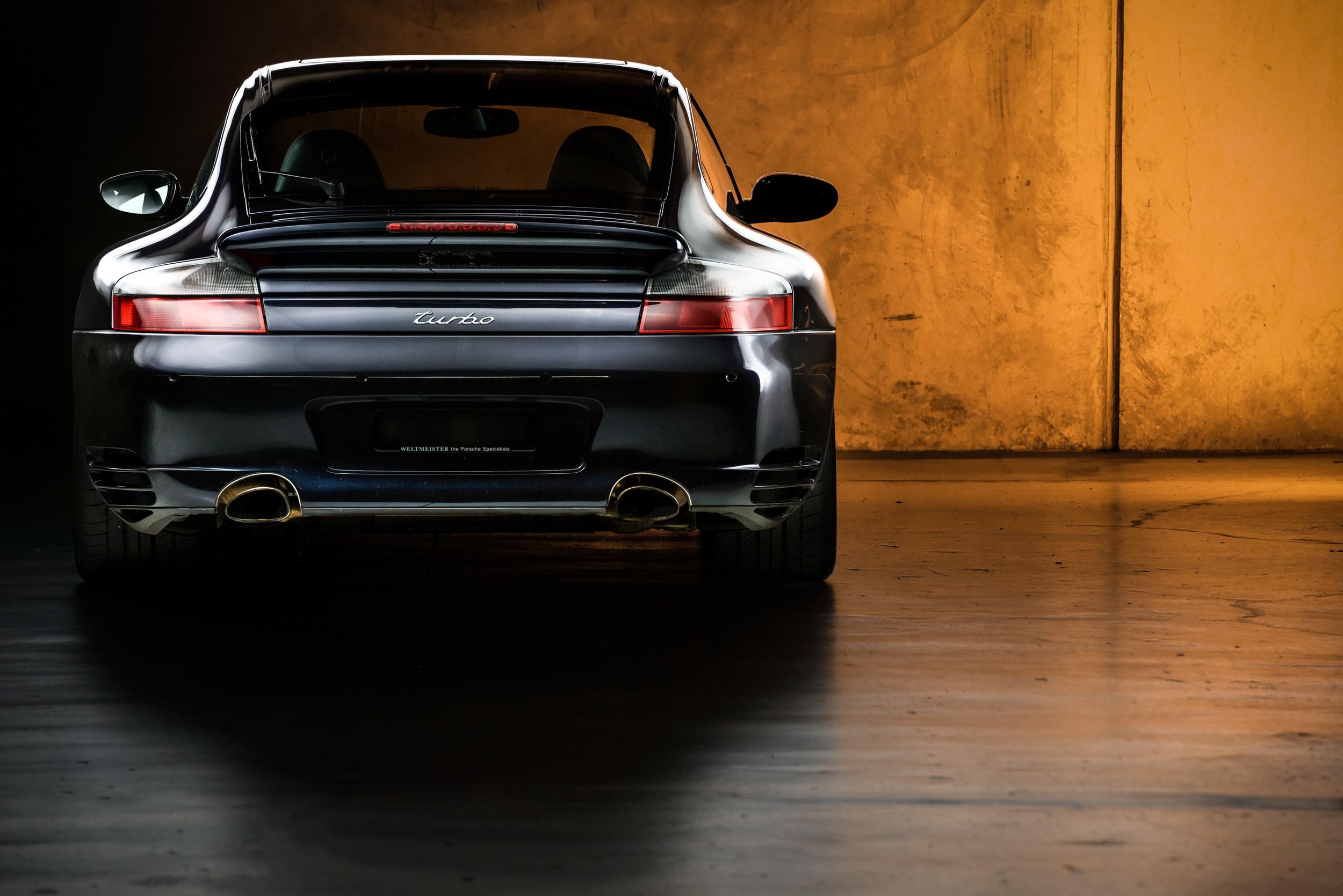 Light Painting - Porsche 996 in car park