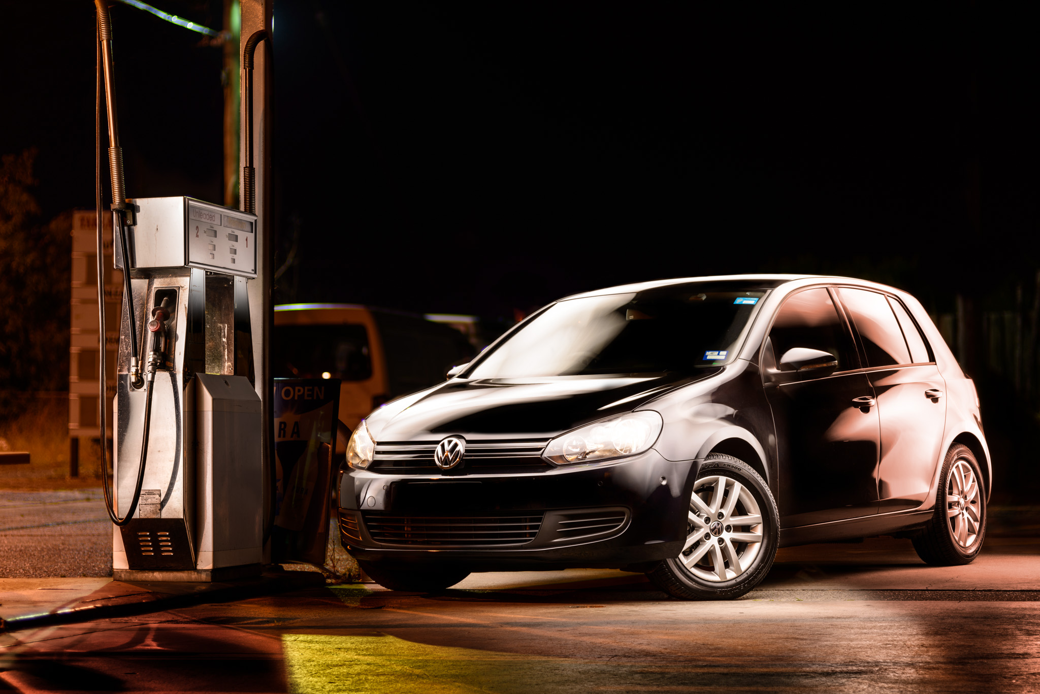 Light Painting - Light Painting - Volkswagen Golf Mk6 black at petrol station