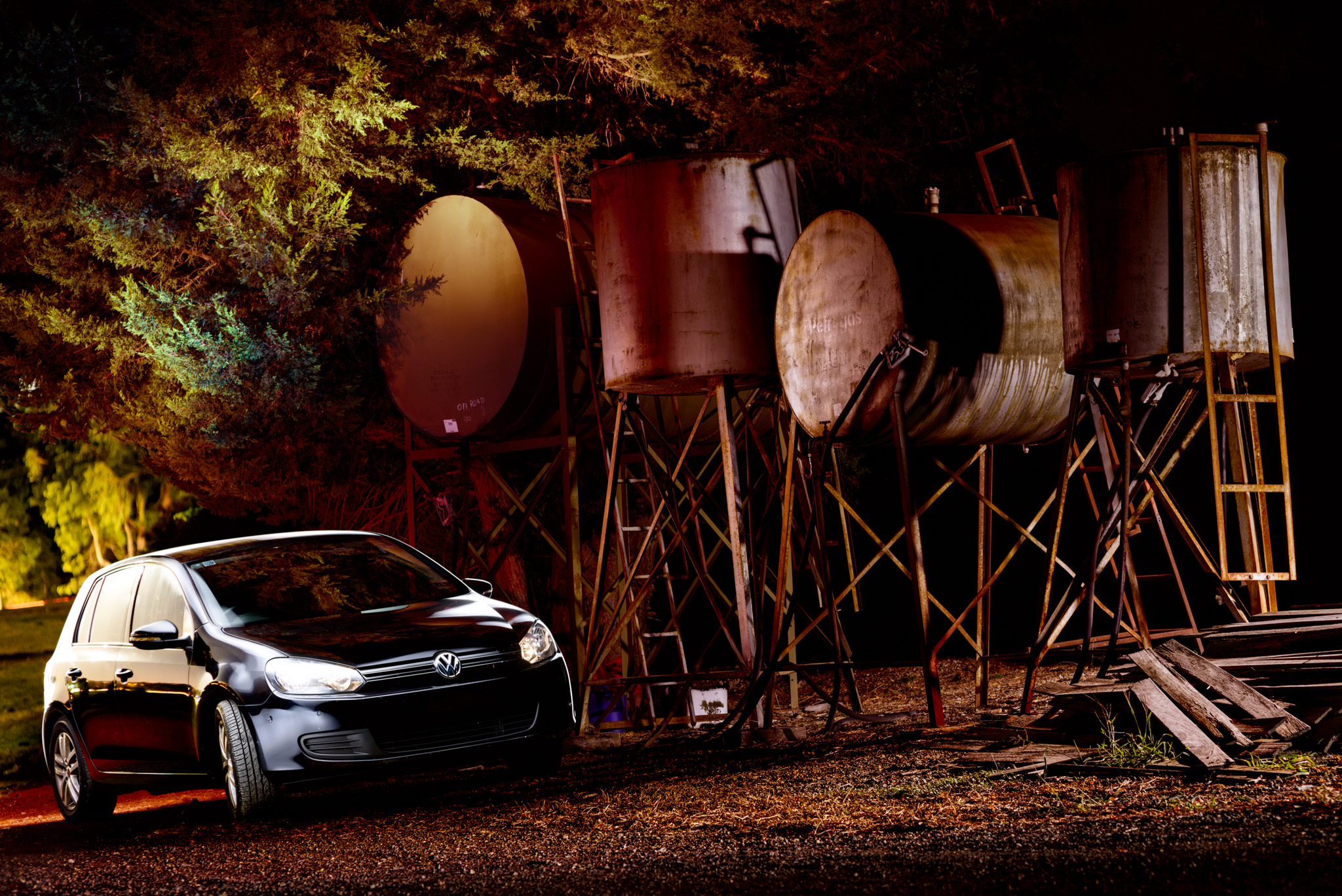 Light Painting - Volkswagen Golf Mk6 black by the diesel drums