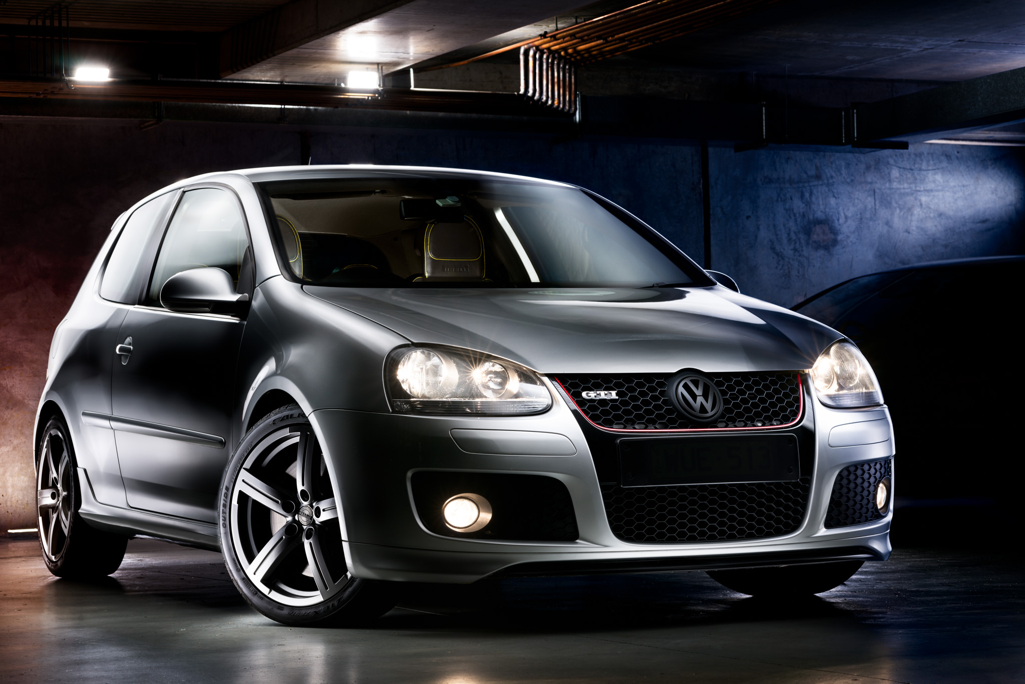 Light Painting - Volkswagen Golf GTI Mk5 silver Pirelli Edition