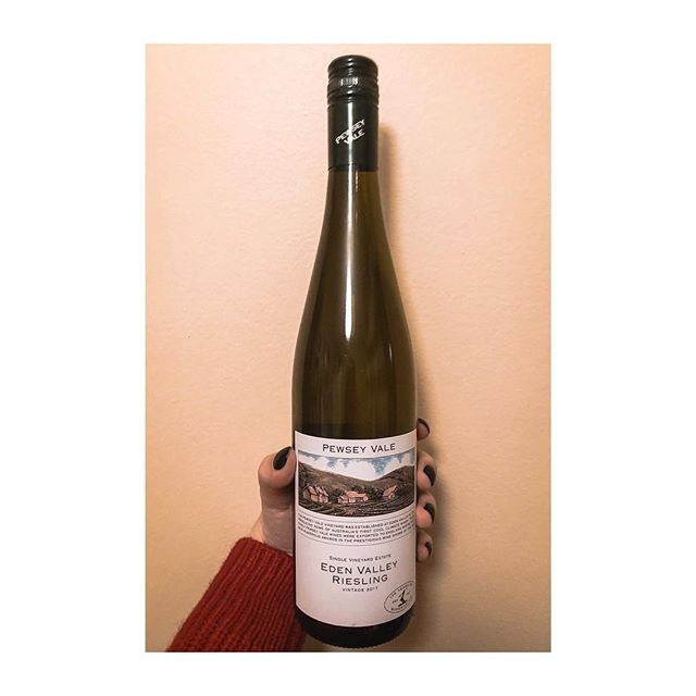 PEWSEY VALE EDEN VALLEY RIESLING (🇦🇺) . . I won't lie, I wouldn't normally reach for an Australian Riesling because I prefer them bone dry and only moderately fruity, but this was recommended to me and I am SO GLAD that I bought it! Will it replace my favourite German or Canadian rieslings? No. But it's a great expression of the Australian grapes without the cloying sweetness. It has a very straightforward, quiet nose, with grassy notes in the palate and a whole ton of acid—in the best way. I would buy this again. . . . . . #yegwine #yegvino #iloveriesling #australianwine #edenvalley #womeninwine #winereviews #wino #ilovewine #wineblogger #instawine #winestagram #whitewine #cswcandidate