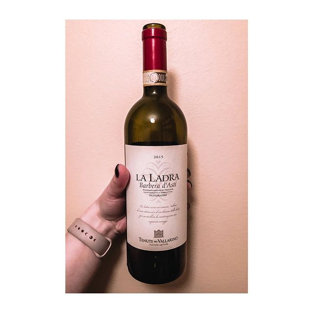 LA LADRA BARBERA D'ASTI SUPERIORE (🇮🇹) . . If you're looking for a wine to remind you exactly why you love red wine, this is it. It's bold, and it's smooth. It's oaky, and there's tobacco, and some plums and black currants, with the very slightest hint of black pepper. It's fabulous, and was the perfect selection for #WineWednesday . . . . . . . #yegwine #womeninwine #yegwomeninwine #barbera #italianwines #italianreds #iloveredwine #redwine #docg #awesomewines #winereview #wineblogger #winestagram #instawine #corkdork #winenerd #greatwines
