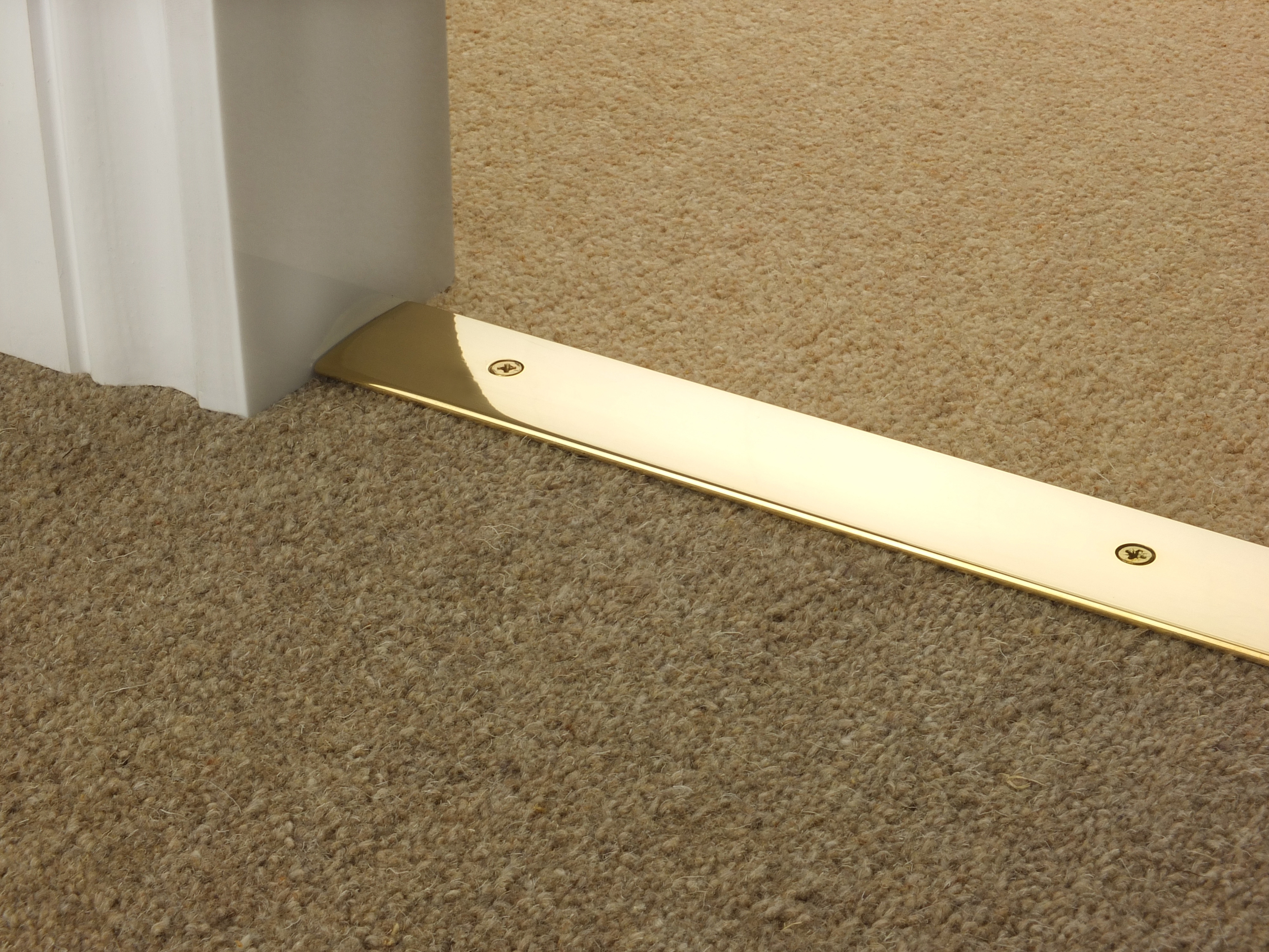 door_bar_brass_cover_carpet_carpet.jpg