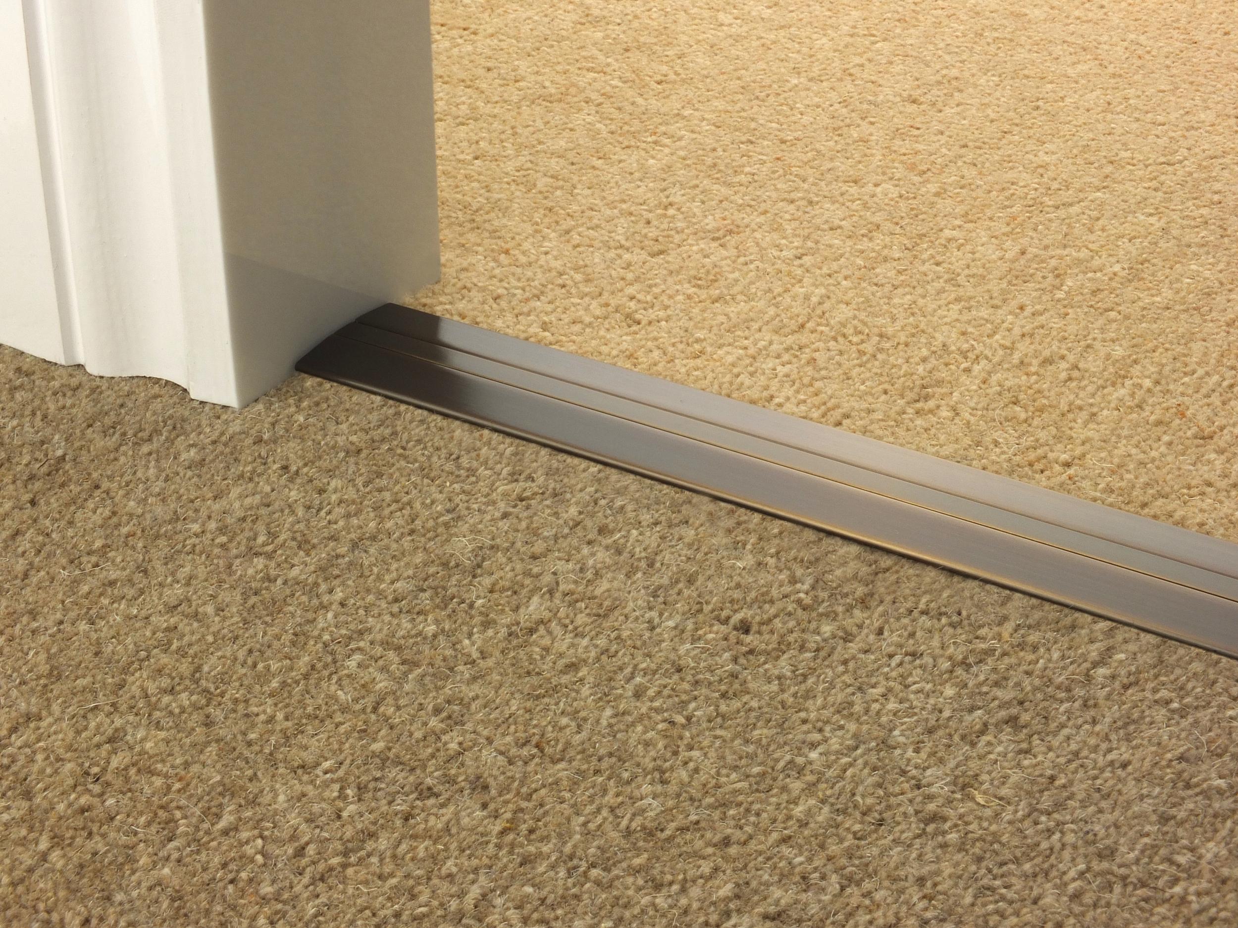 door_bar_antique_bronze_posh38_carpet_carpet.jpg