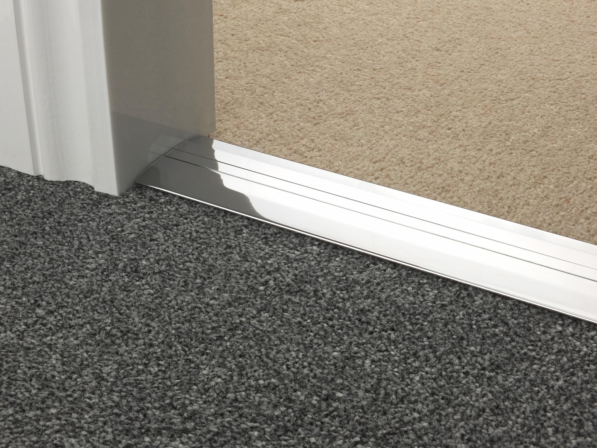 door_bar_chrome_posh55_carpet_carpet.jpg