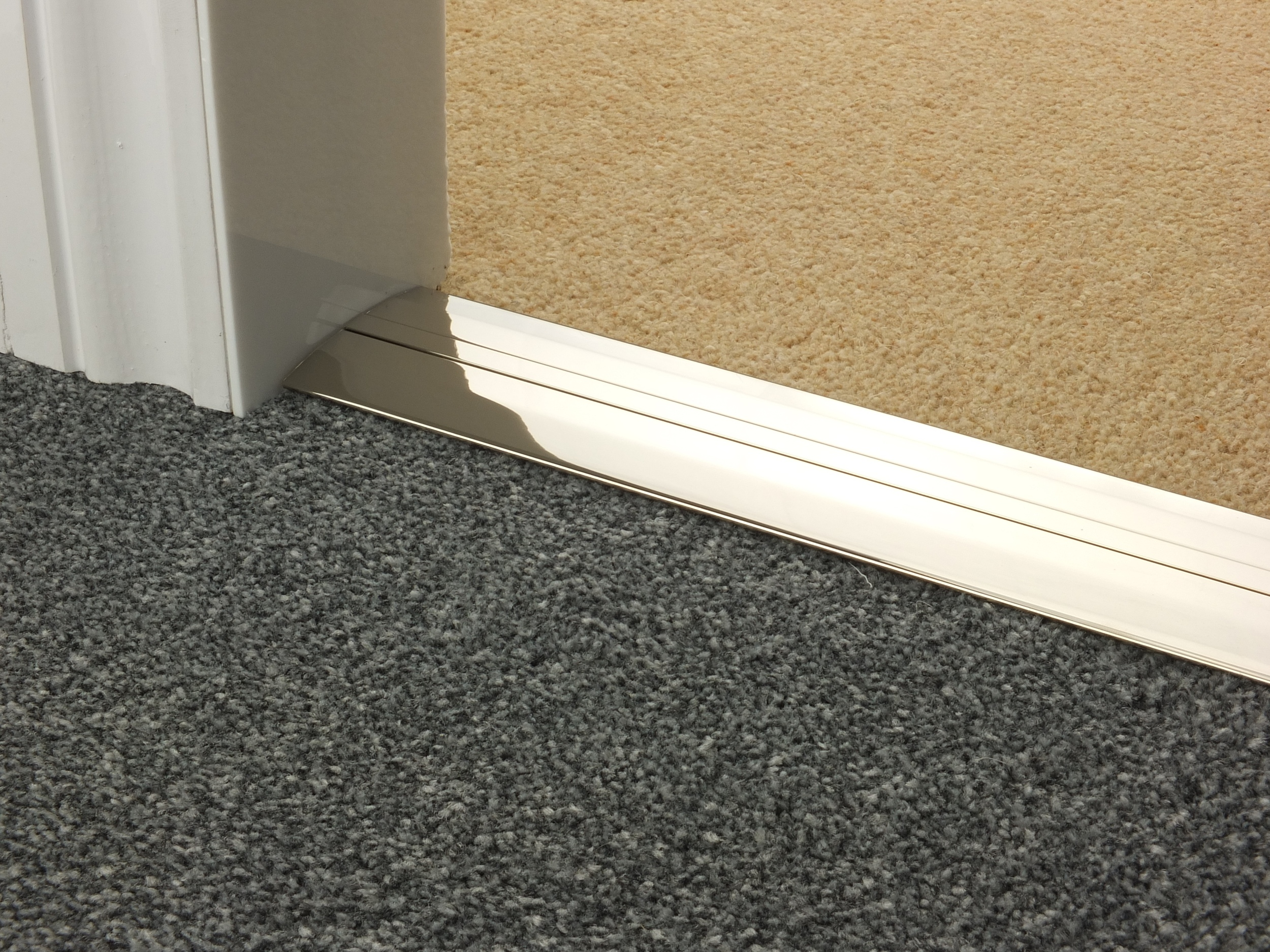 door_bar_polished_nickel_posh55_carpet_carpet.jpg