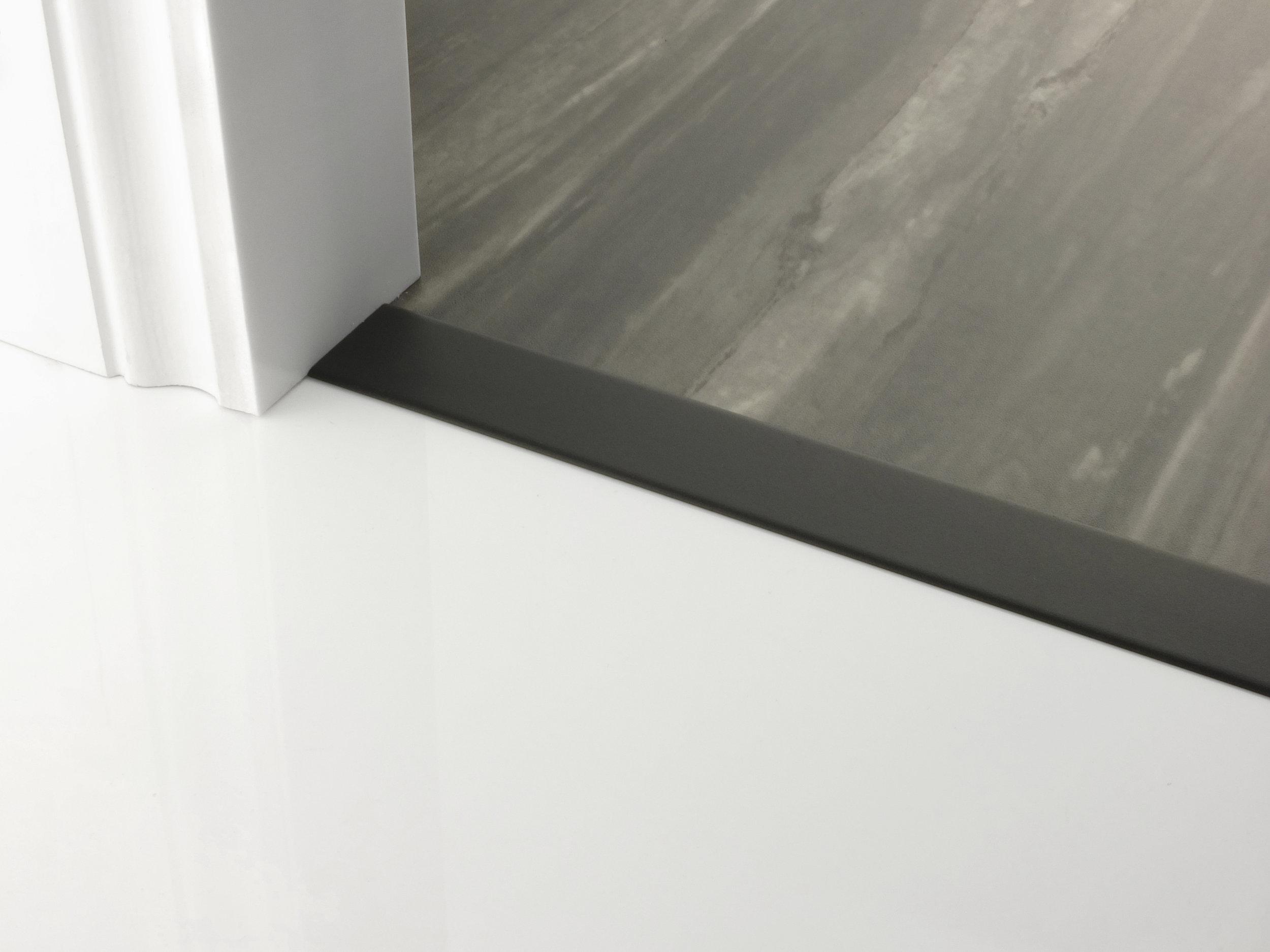 door_bar_floating_cover-40mm_black.jpg