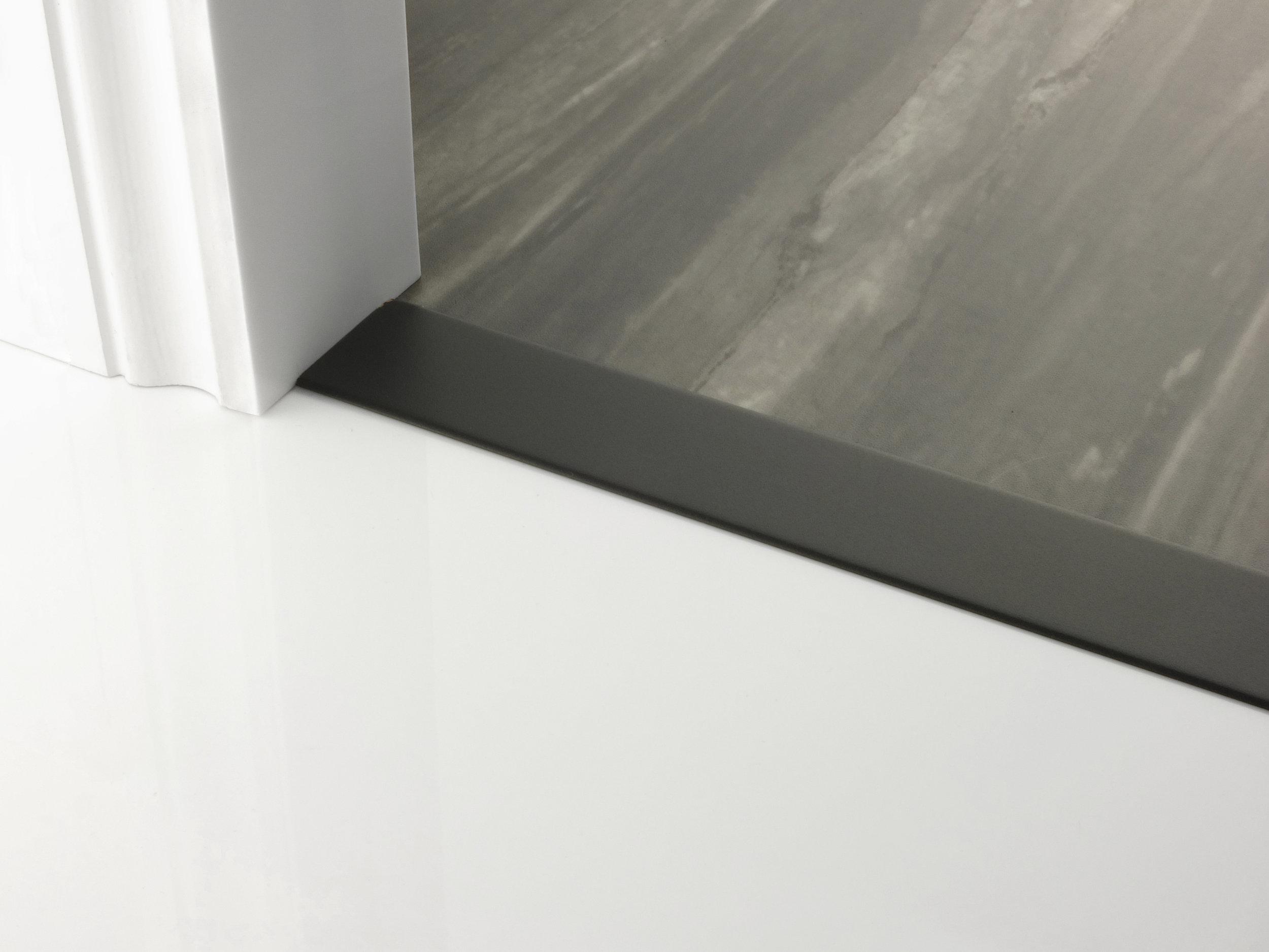 door_bar_floating_cover-50mm_black.jpg