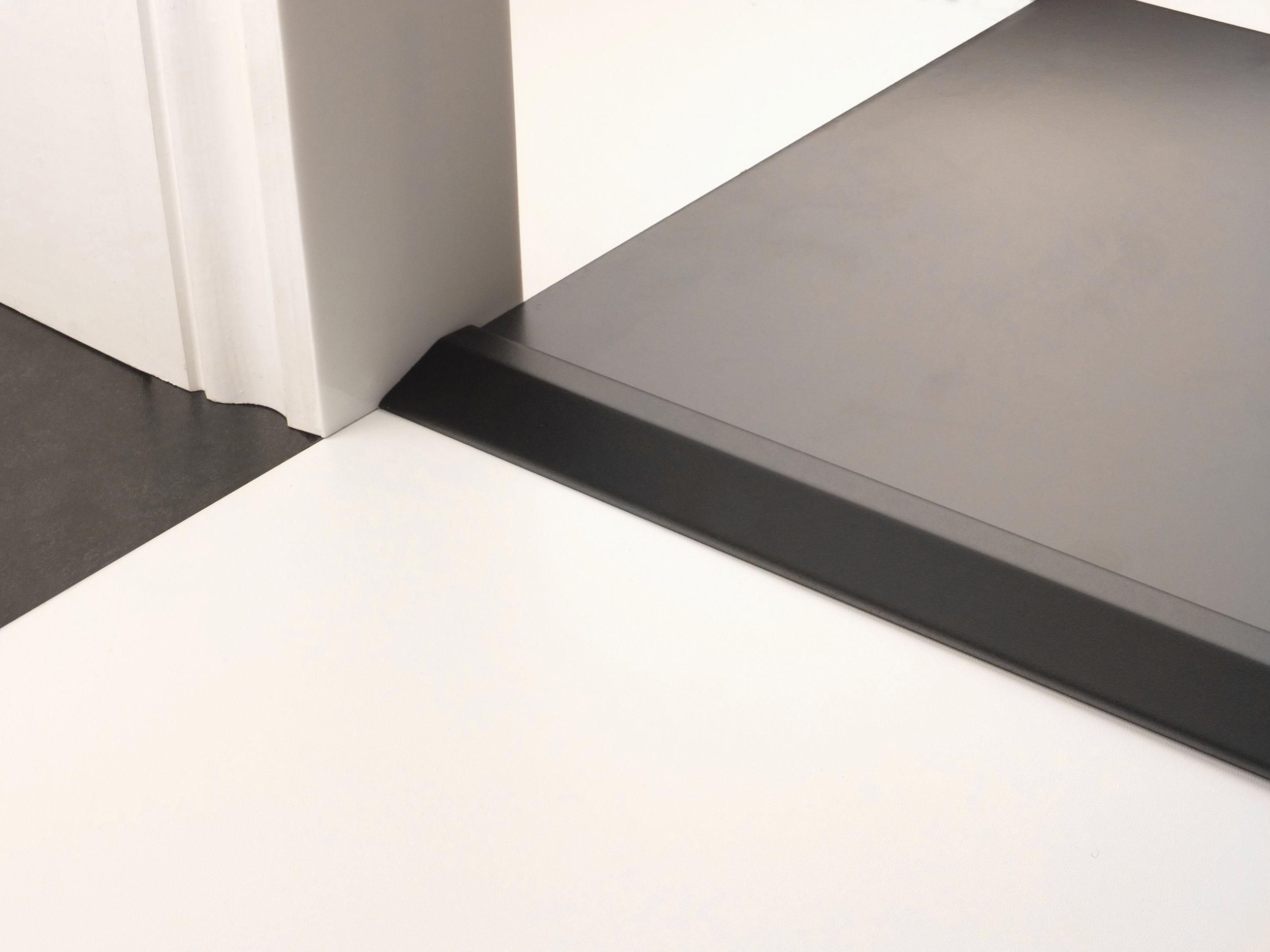 stairrods-doorbar-black-ramp.jpg