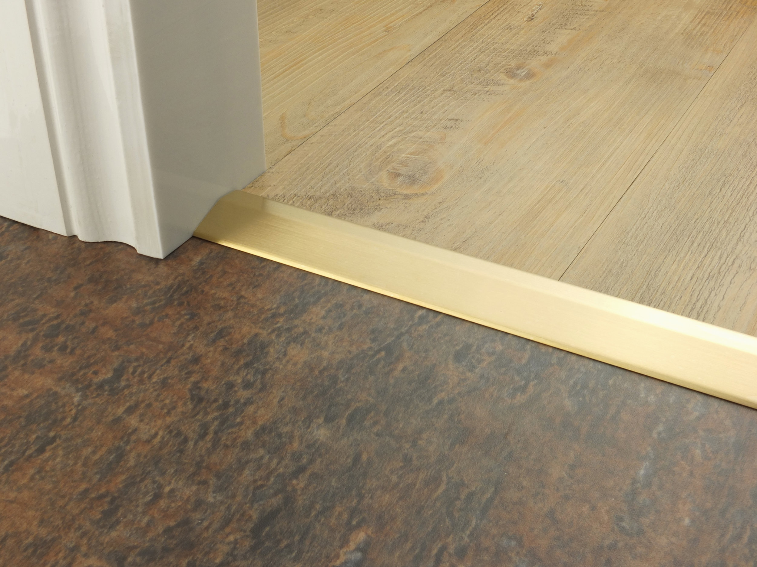 stairrods-doorbar-satin-brass-10mm-ramp.jpg