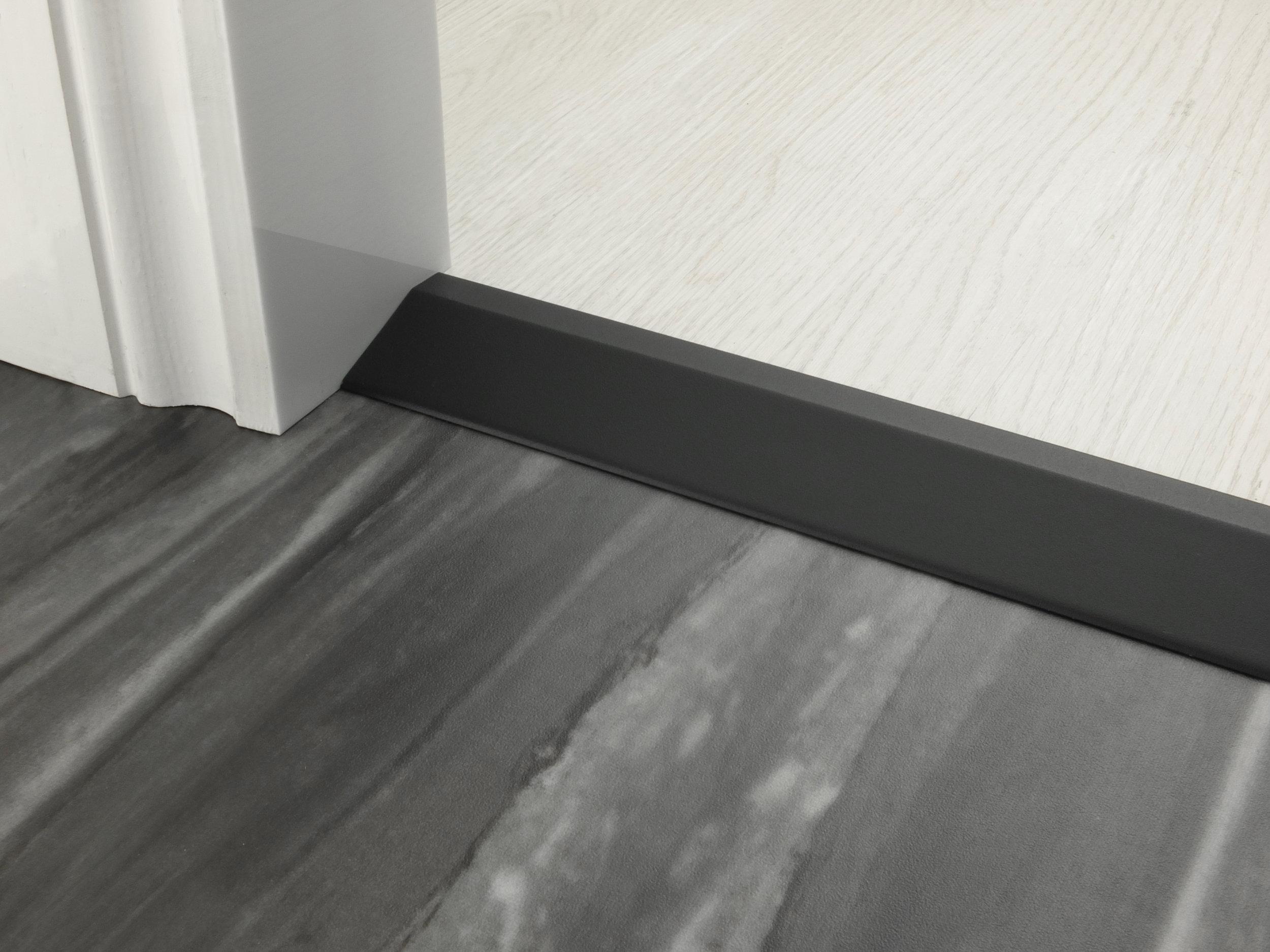 stairrods-doorbar-black-16mm-ramp.jpg