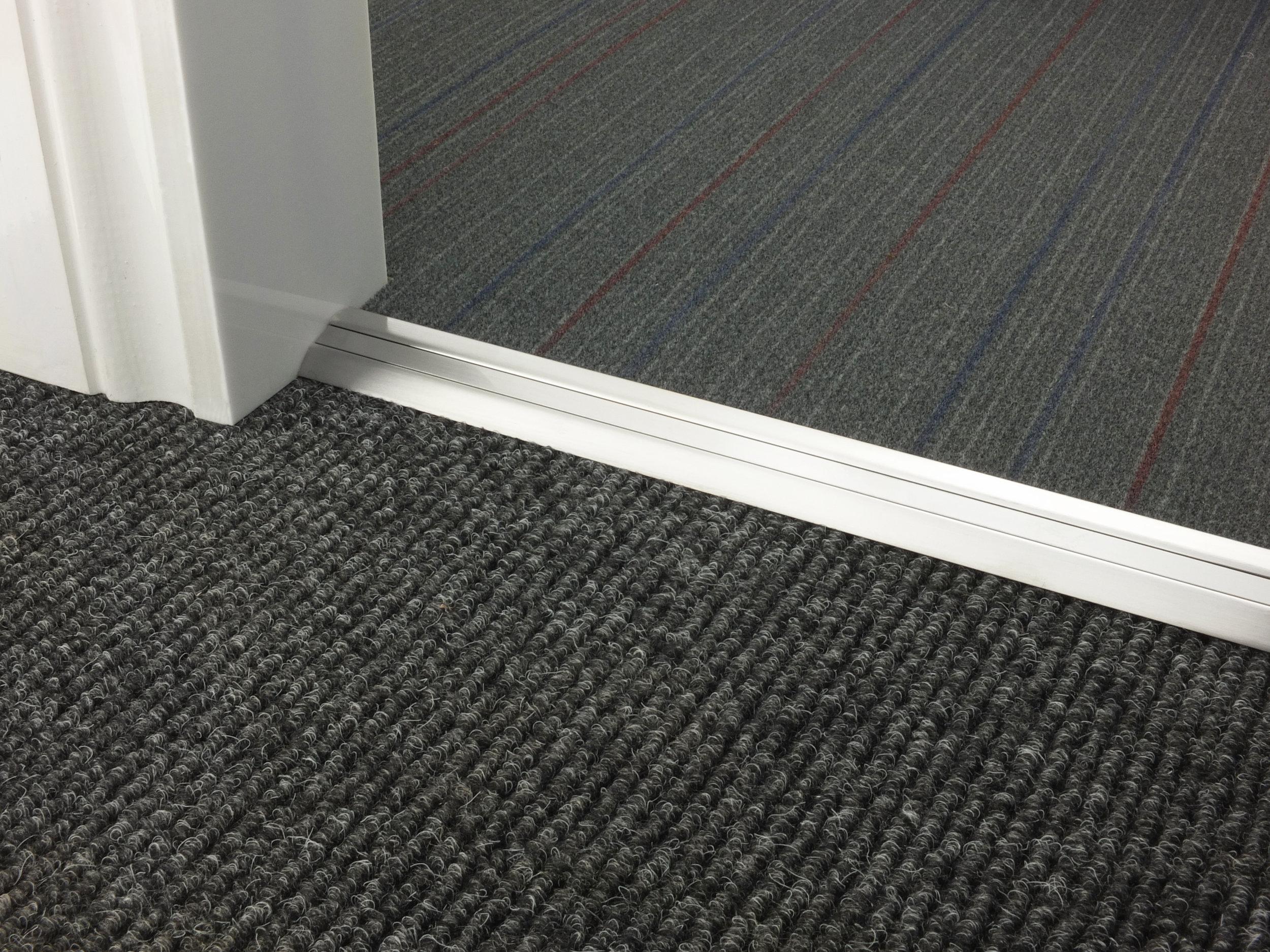 stairrods-doorbar-brushed-chrome-posh-30-CTC.jpg