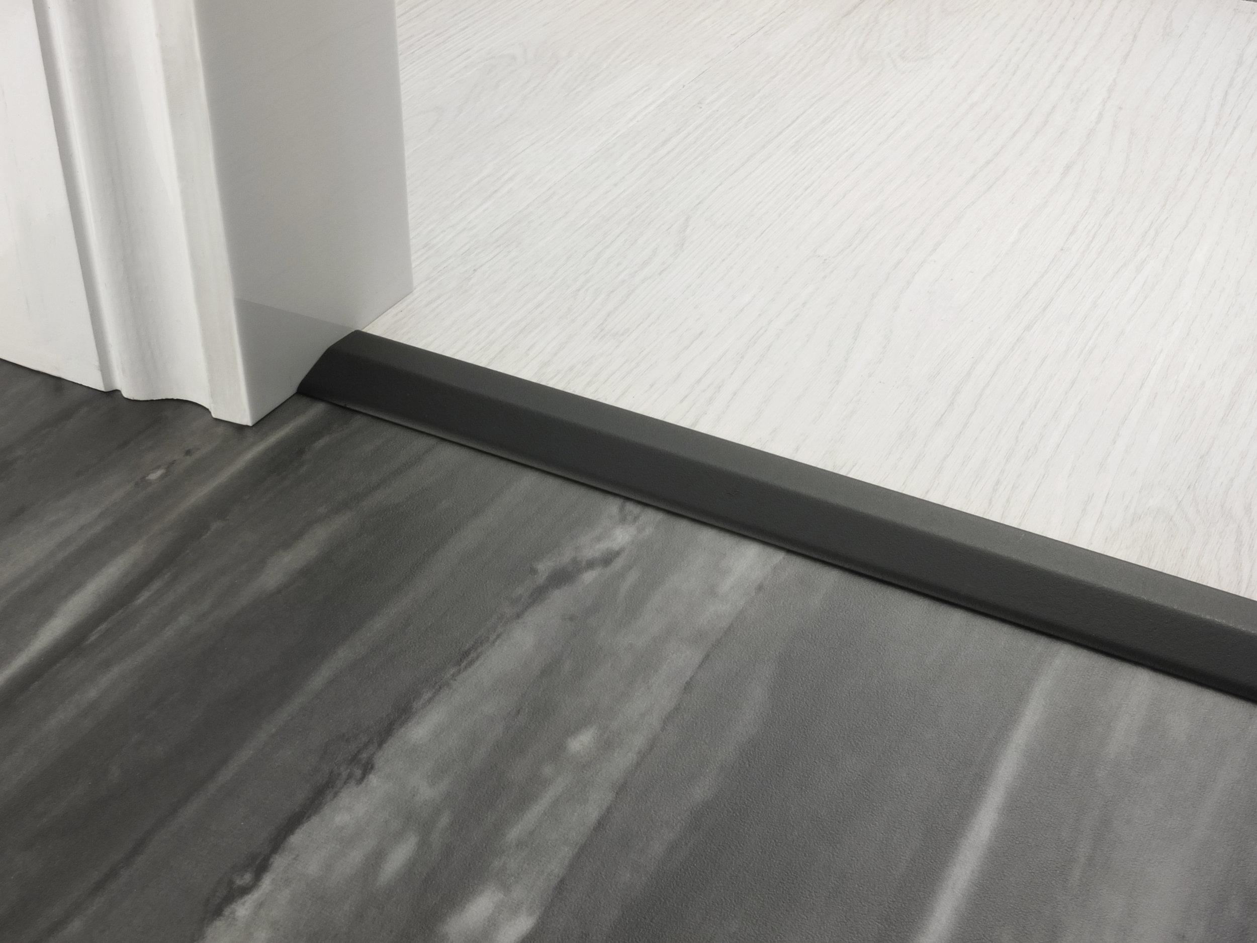 stairrods-doorbar-satin-black-two-way-ramp-4-5mm.jpg