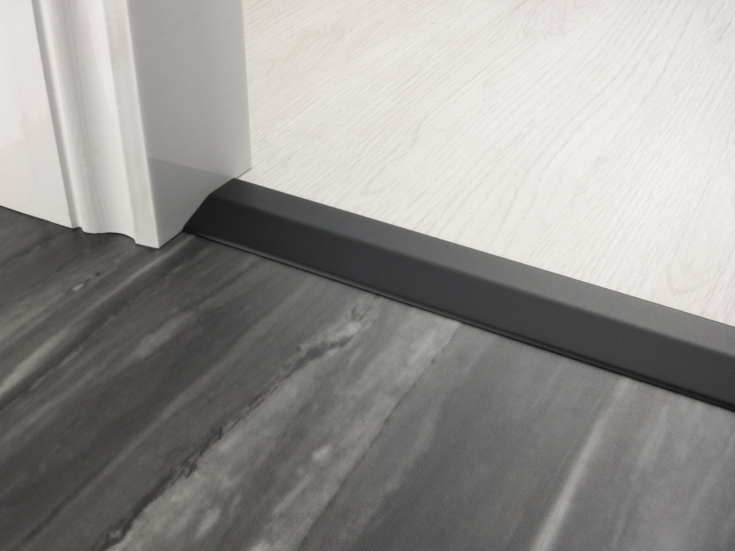 stairrods-doorbar-satin-black-two-way-ramp-8-9mm.jpg