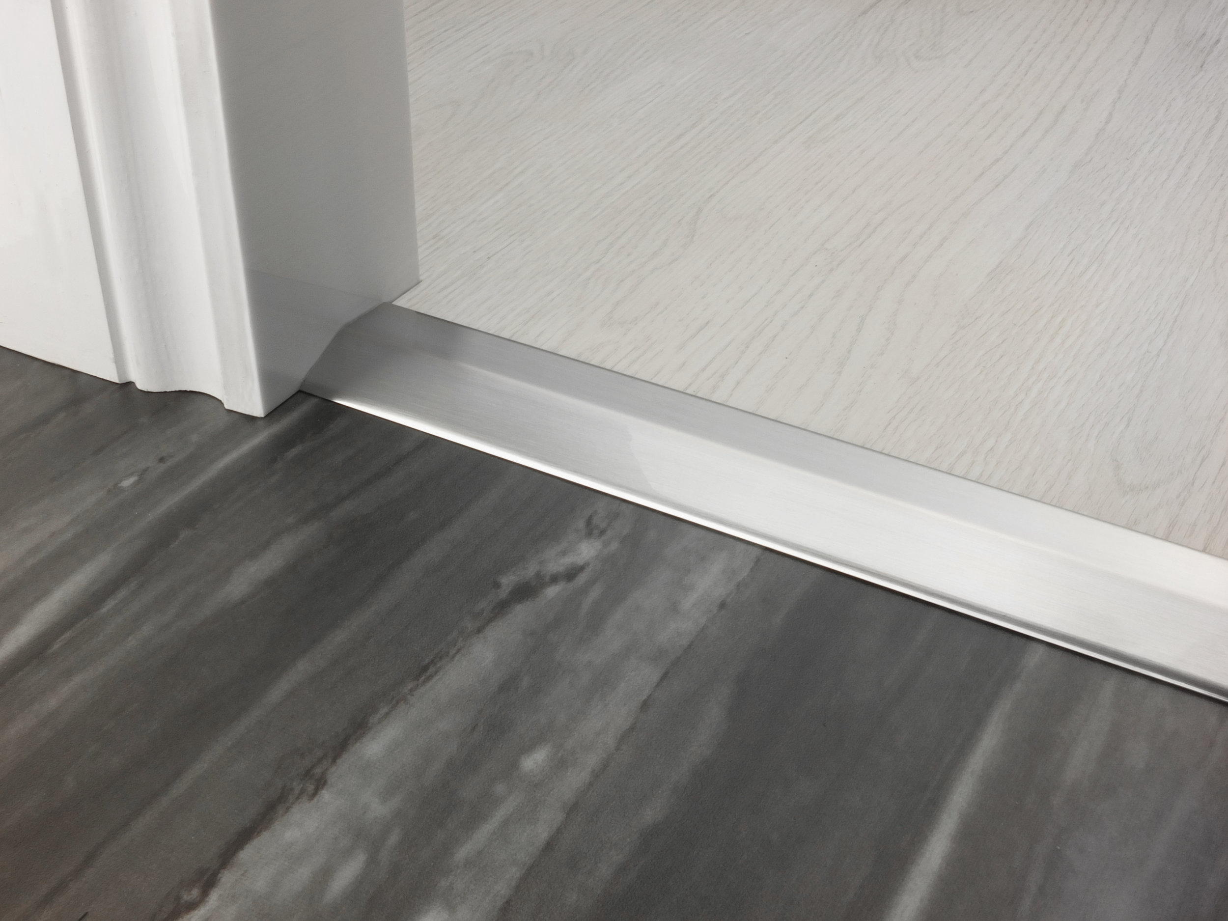 stairrods-doorbar-brushed-chrome-two-way-ramp-8-9mm.jpg