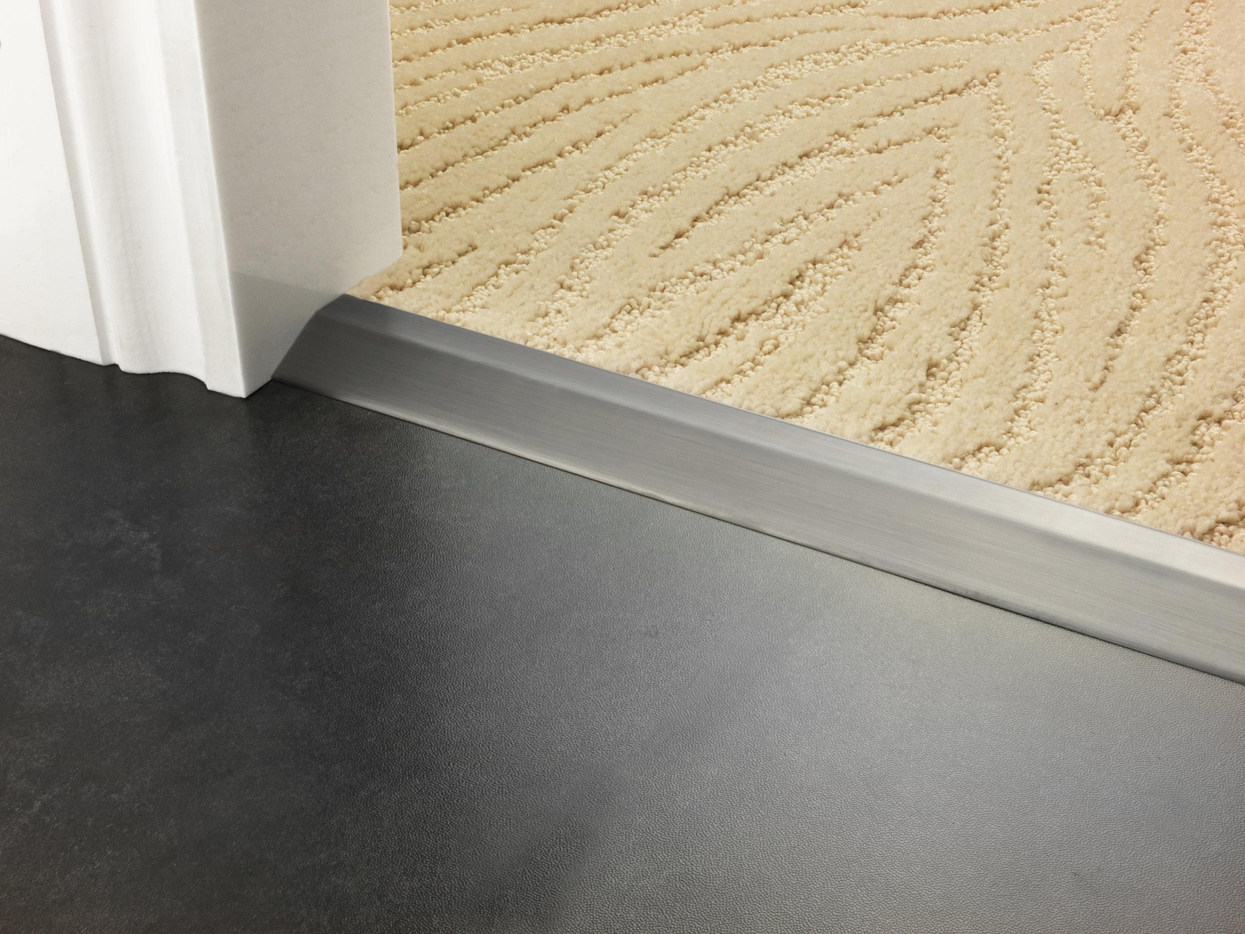 stairrods-doorbar-pewter-compression-ramp-8mm-LHF 7.jpg